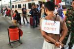 FOTO KISAH UNIK : Pencopet Dipajang di Stasiun Manggarai