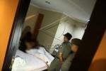 RAZIA PENYAKIT MASYARAKAT : Asyik Mesum, 4 Pasangan Diamankan Polisi