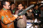 FOTO INDO DEFENCE EXPO 2014 : Jusuf Kalla Angkat Senjata di Kemayoran