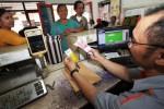 FOTO KARTU SAKTI JOKOWI : Di Tipes Dana Kompensasi BBM Cair