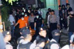 FOTO PENANGKAPAN TERORIS : Begini Suasana Penangkapan Teroris di Makamhaji