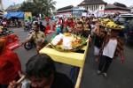 FOTO PASAR GEDE SOLO : Pasar Gede Kirim Tumpeng ke Klewer
