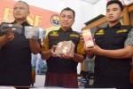 Uang hasil korupsi di Kabupaten Madiun dipertontonkan, Jumat (13/2/2015). (JIBI/Solopos/Antara/Fikri Yusuf)