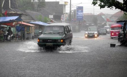 PRAKIRAAN CUACA : BMKG: Puncak Musim Hujan Berlangsung hingga Maret