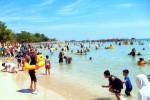 WISATA JATENG : Pengunjung Pantai Bandengan Jepara Membeludak
