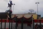 ATRAKSI EKSTREM : Ngeri, Anak-Anak Ini Berloncatan di Ujung Tiang Besi