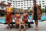 FOTO FASHION AND LUNCHEON : 4 Designer Solo Pamer Karya