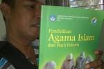 BUKU TERORIS : Awas, Buku Ajarkan Bunuh-Membunuh Ini Beredar ke SMA Situbondo