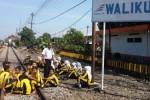 KENAKALAN REMAJA : Inilah Cara Mantan Dandim Madiun Hadapi Kenakalan Anak-Anak di Rel Kereta Api