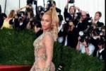 MET GALA 2015 : Melenggang di Red Carpet, Beyonce dan J-Lo Nyaris Tak Berbusana