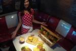 KULINER SOLO : Gratis! Double Decker Tantang Konsumen Habiskan 10 Burger, Hadiah Rp1 Juta