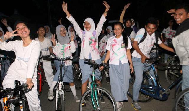 HASIL UN 2015 : Lulus, Siswa Gelar Konvoi Sepeda hingga Peragaan Busana