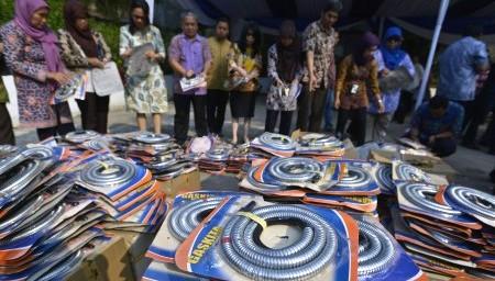 FOTO STANDAR NASIONAL INDONESIA : Selang Elpiji Ini Bahayakan Konsumen