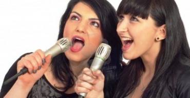Ilustrasi karaoke (albertmoyerjr.wordpress.com)
