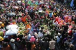 HARI JADI KOTA SURABAYA : Inilah Serunya Warga Surabaya Nguleg Rujak Bersama