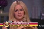 KABAR ARTIS : Curhat Soal Penyakitnya, Avril Lavigne Menangis