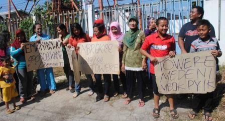 BTS WONOGIRI : Tuntut Pembongkaran Tower BTS, Warga Sidoharjo Demo