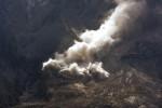 GUNUNG SINABUNG MELETUS : Lava Pijar Mulai Muncul, Ancam Warga di Timur Sinabung
