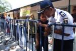 FOTO PASAR DARURAT KLEWER : Pasar Darurat Dikitari Pagar Pembatas