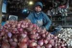 HARGA KEBUTUHAN POKOK : Keran Impor Dibuka, Harga Bawang Merah Anjlok