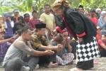 PERNIKAHAN PERI DENGAN MANUSIA : Bupati Ngawi Ikut Jagong Kelahiran Bayi Peri Setyowati