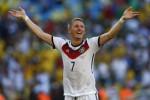 KARIER PEMAIN : Bastian Scweinsteiger Beri Sinyal Bertahan