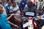 FOTO PEMBUNUHAN MADIUN : Pembunuhan Wanita Hamil Muda Direka Ulang
