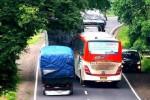 TIPS MUDIK AMAN :  Penting, Inilah Tips Jika Berpapasan dengan Bus atau Truk Besar di Jalan Raya
