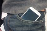 Ilustrasi seorang pria meletakkan handphone di saku celana (global.fncstatic.com)