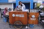 EKONOMI KREATIF : Menikmati Kopi ala Kafe dengan Harga Kaki Lima