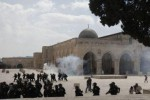KONFLIK ISRAEL-PALESTINA : Palestina Protes Serangan Israel ke Masjid Al-Aqsha