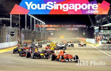 Suasana balapan Formula 1 di Sirkuit Marina Bay Singapura. (Ist/ausmotive.com)
