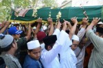 BERITA DUKA : Ribuan Pelayat Antar Jenazah K.H. Muchit Muzadi