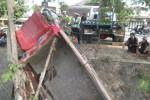 KECELAKAAN KLATEN : Sopir Kaget, Truk Terperosok ke Sungai