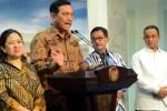 Luhut B. Pandjaitan saat masih menjabat Menko Polhukam didampingi sejumlah menteri menjelaskan langkah-langkah penanganan bencana kabut asap, di kantor Kepresidenan, Jakarta, Jumat (23/10/2015) siang. (Setkab.go.id)