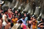 FOTO TAHUN BARU HIJRIYAH: Byurr, Sambut 1 Suro, Warga di Tegal Mandi Bareng