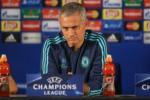 CHELSEA KALAH LAGI : Tak Beri Penalti, Mourinho Kritik Wasit
