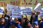 UMK 2016 : Pengusaha Anggap UMK Jatim Cacat Hukum, Presiden Diminta Membatalkan