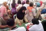 BAKTI SOSIAL : Asyik, Ratusan Nelayan Tambaklorok Dapat Pengobatan Gratis