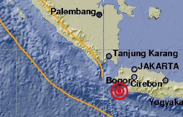 GEMPA BUMI : Gempa Banten Warga Jakarta-Jabar Berhamburan