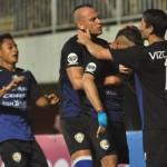 PIALA GUBERNUR KALTIM : Babak I, Arema Unggul 3-1 Atas Gresik United