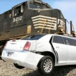Ilustrasi mobil mogok di rel kereta (Liputan6.com)