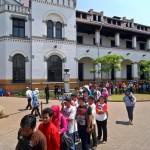WISATA SEMARANG : Lawang Sewu Diserbu Wisatawan
