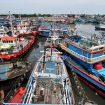 FOTO KAPAL NELAYAN : Cuaca Buruk, Nelayan Enggan Melaut