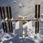 Bagaimana Stasiun Luar Angkasa Menghindar dari Sampah Antariksa?