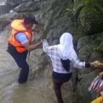 PILKADA PURBALINGGA : Demi Mencoblos, Warga Arungi Sungai Deras dengan Perahu
