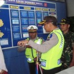 TAHUN BARU 2016 : Wali Kota Kediri Datangi Polisi Pengatur Lalu Lintas