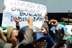 HARI BURUH : Pemkot Ajak Jalan Sehat, Buruh Tetap Demo di Jalan