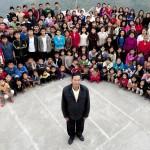 KISAH UNIK : Pria Ini Punya 39 Istri, 94 Anak, dan 33 Cucu yang Tinggal Serumah