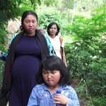 LONGSOR KARANGANYAR : Petugas Evakuasi Ibu Hamil 9 Bulan Warga Beruk